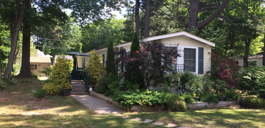 Searching for new or used mobile homes for sale in Maine? Single