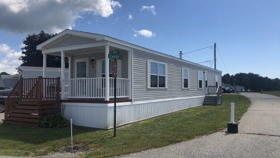 39 Lynch Street Linnhaven MHP Brunswick Maine. 04011